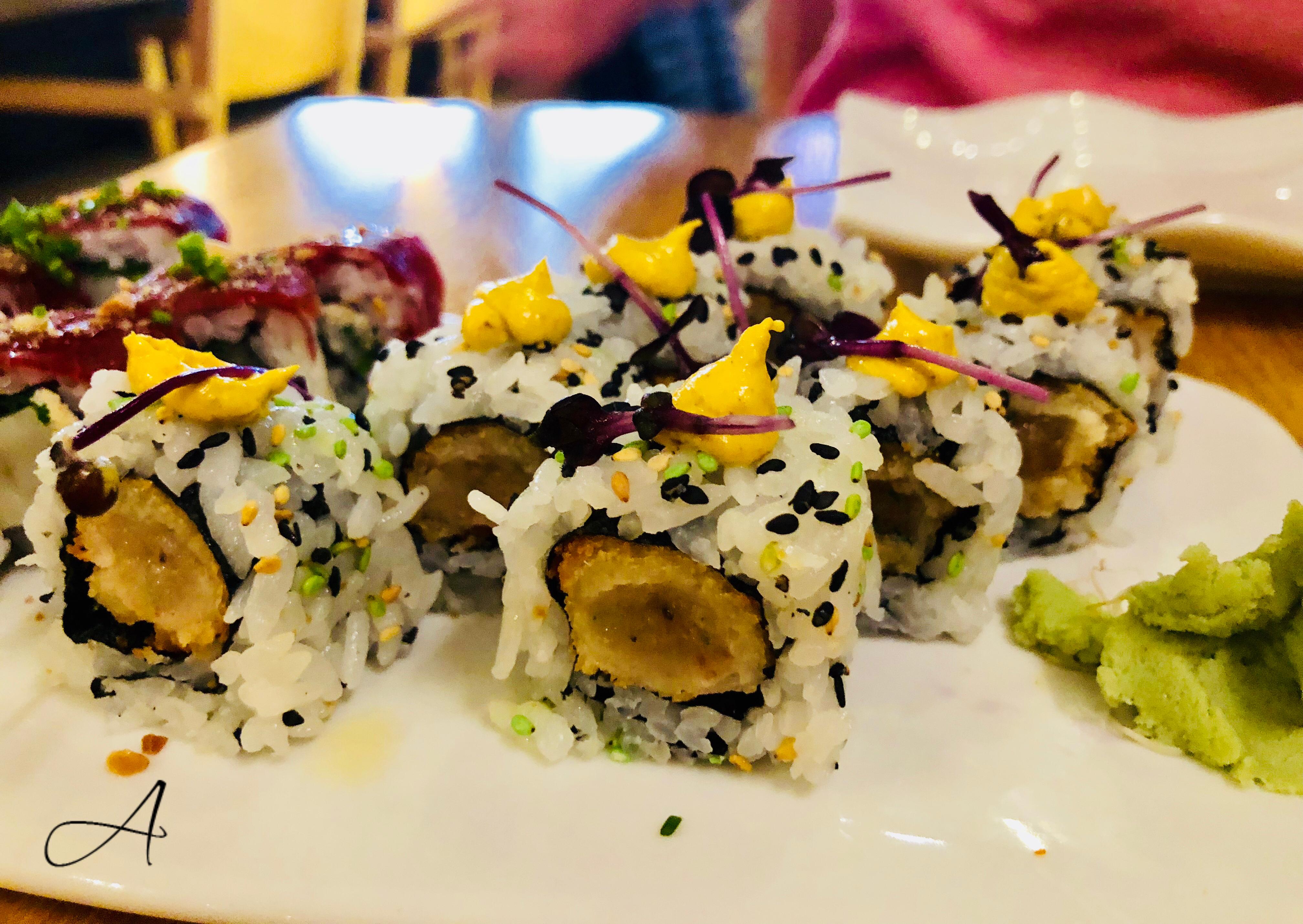 Roll de tataki de vieiras, raifort y jamón ibérico