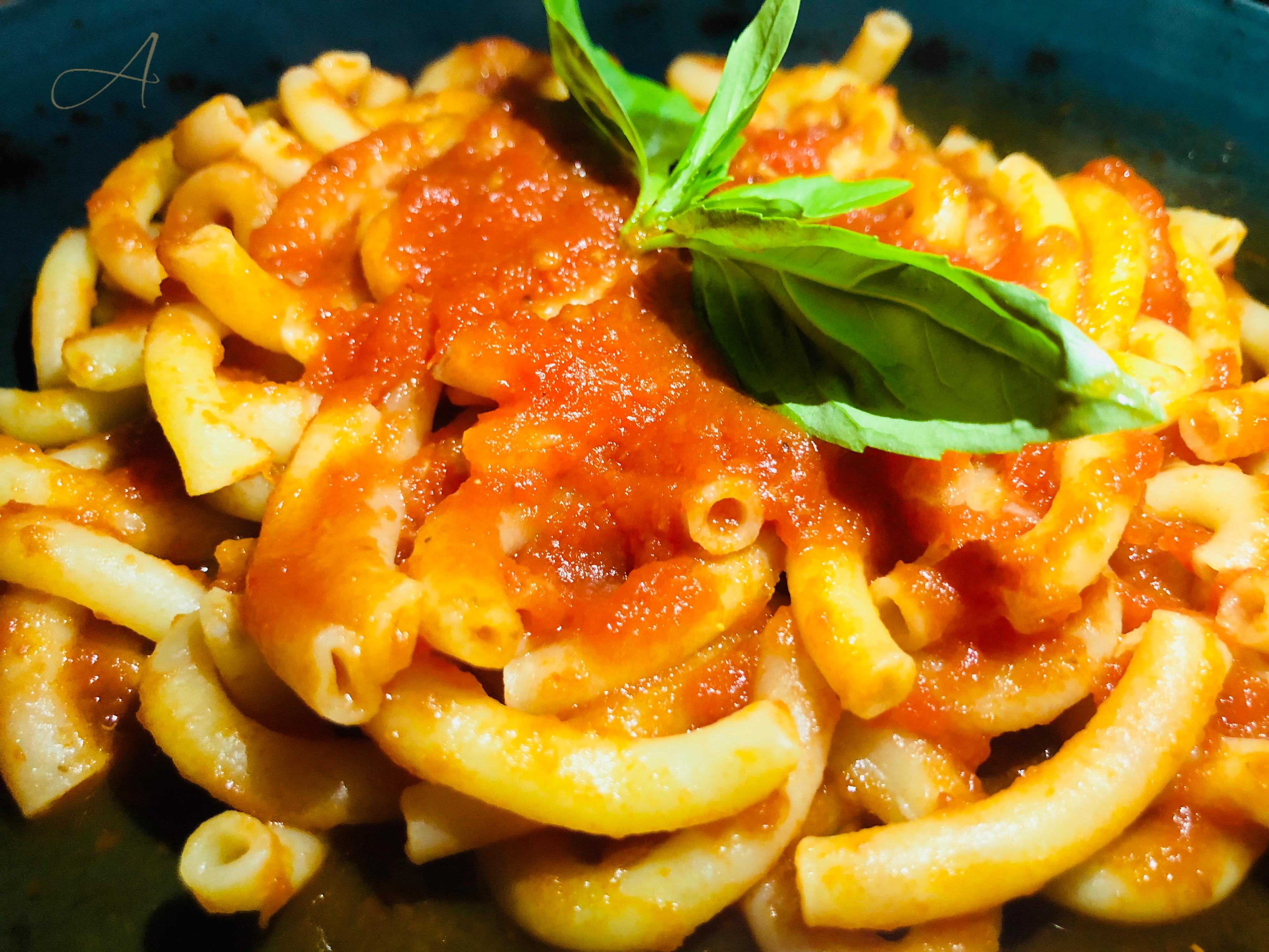 Macaroncini con tomate