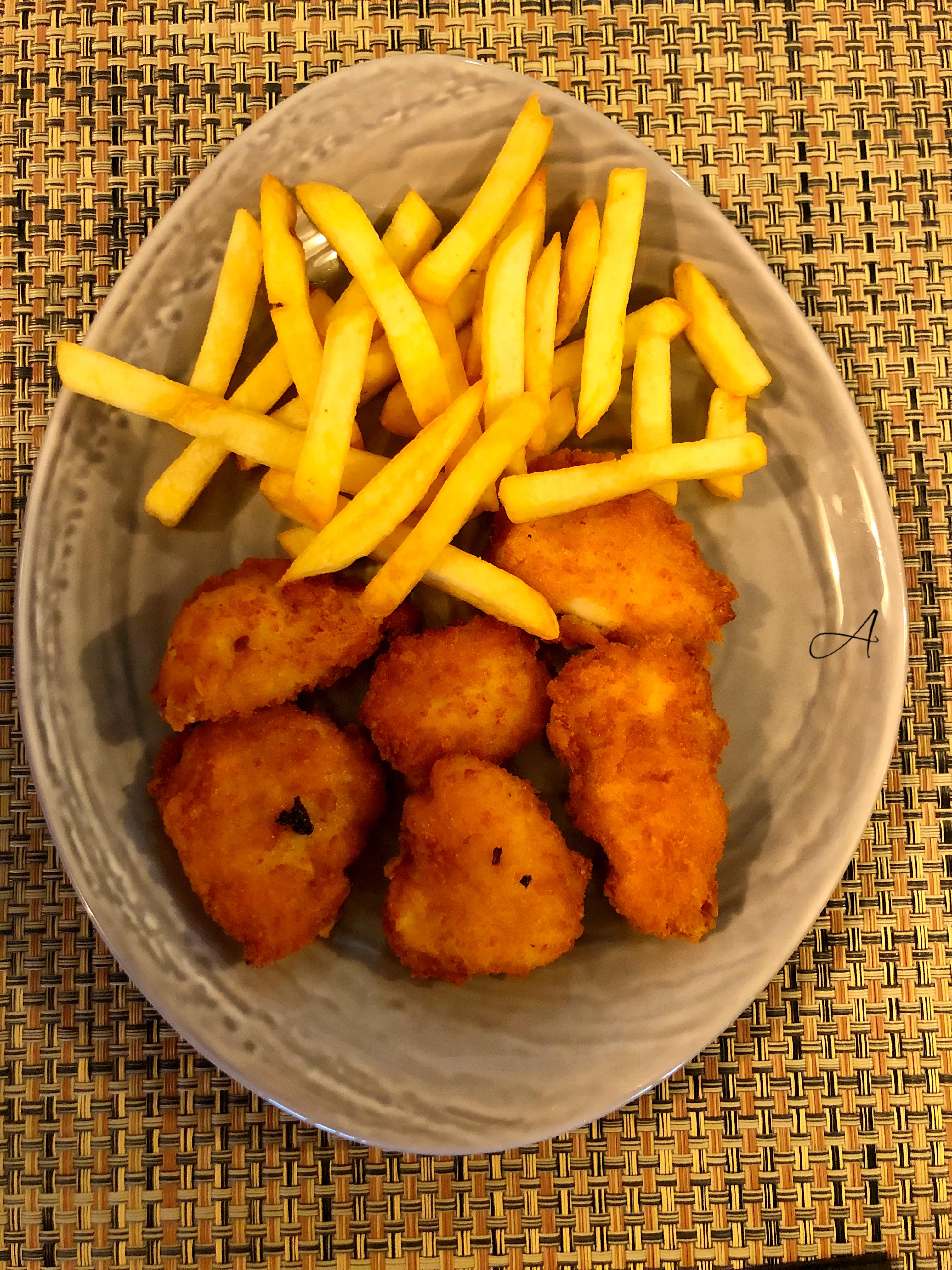 Nuggets de pollo con patatas
