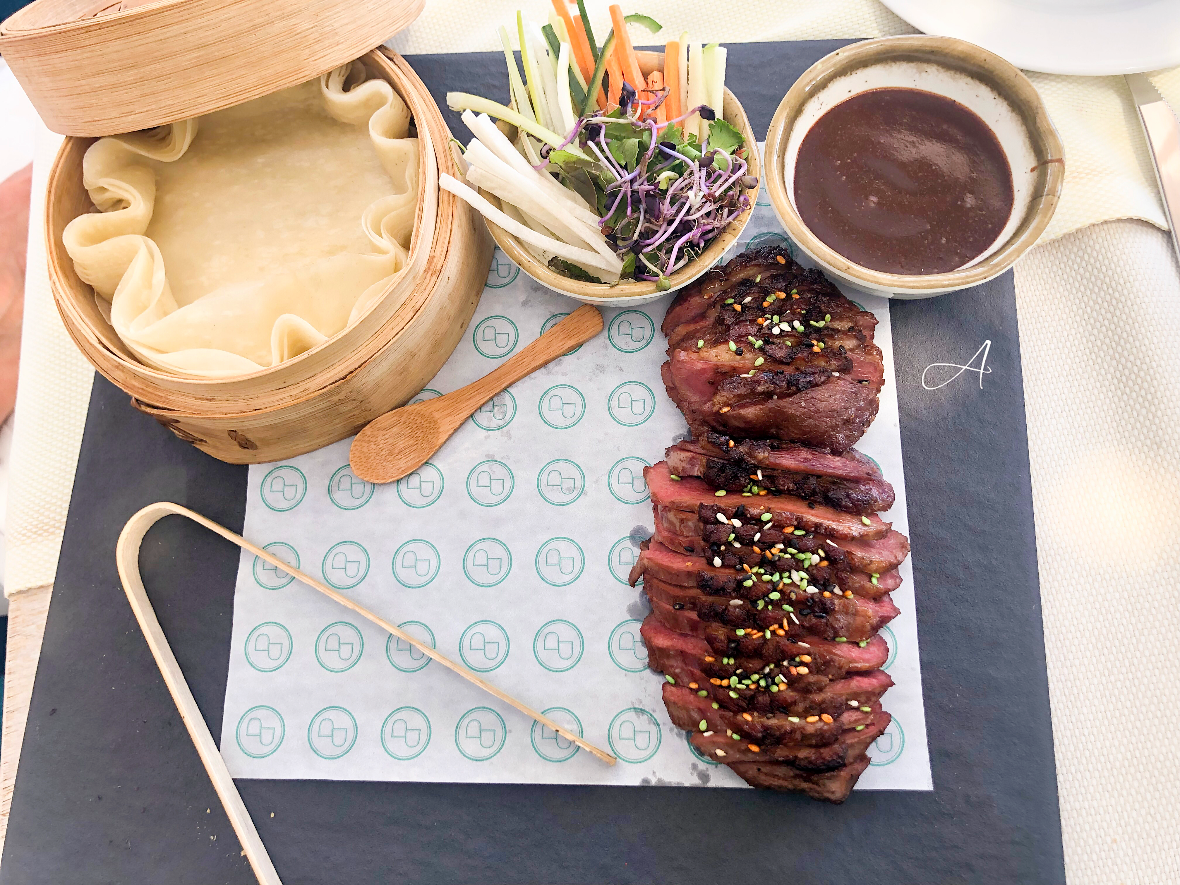 Magret de pato con crêpes y especias chinas
