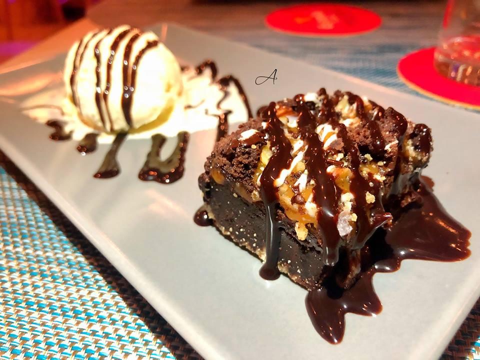 Chunky Brownie con helado de vainilla