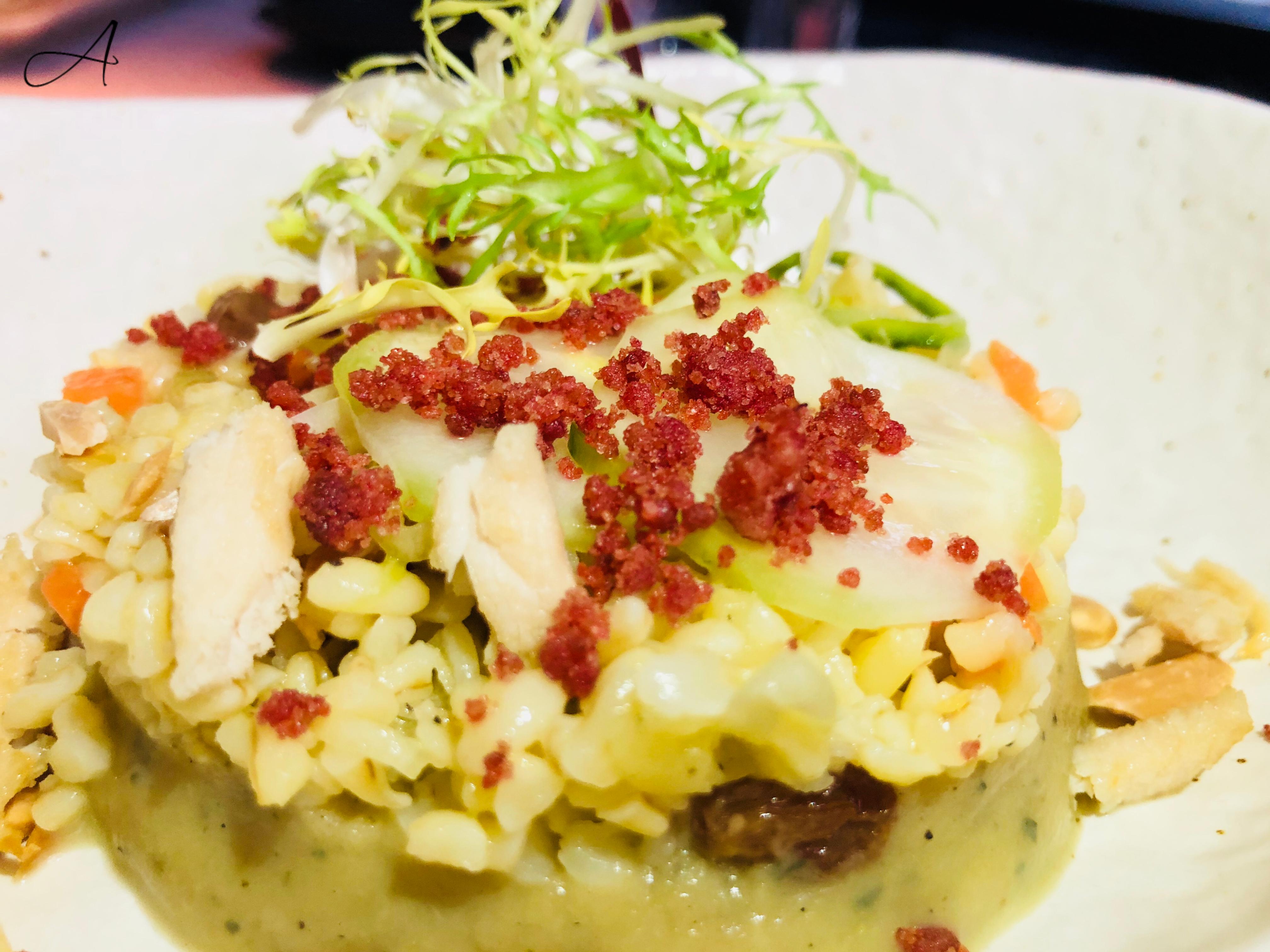 Ensalada de Bulgur con boba ganush y pollo crujiente
