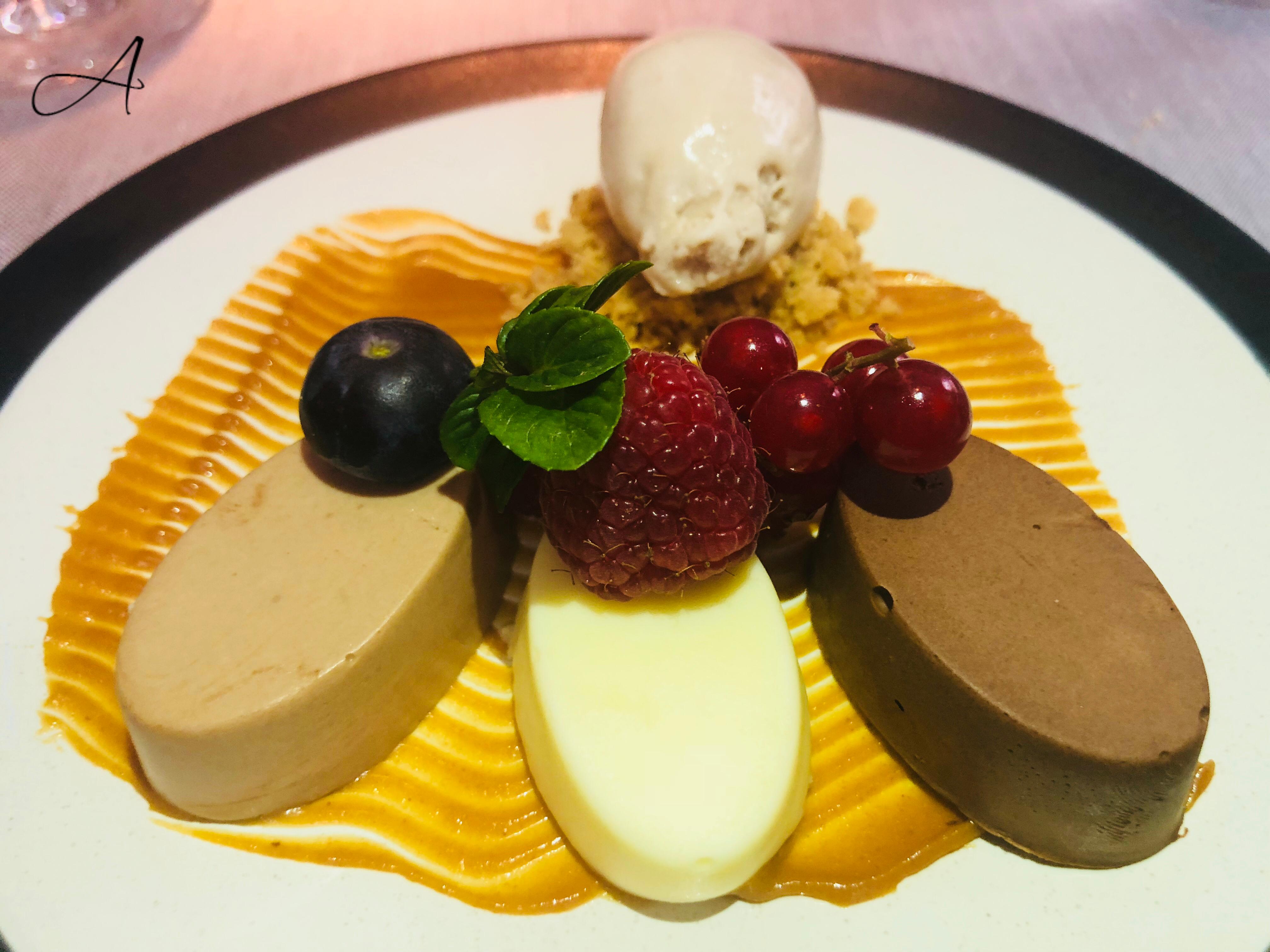 Textura de 3 chocolates con helado de Haba Tonka