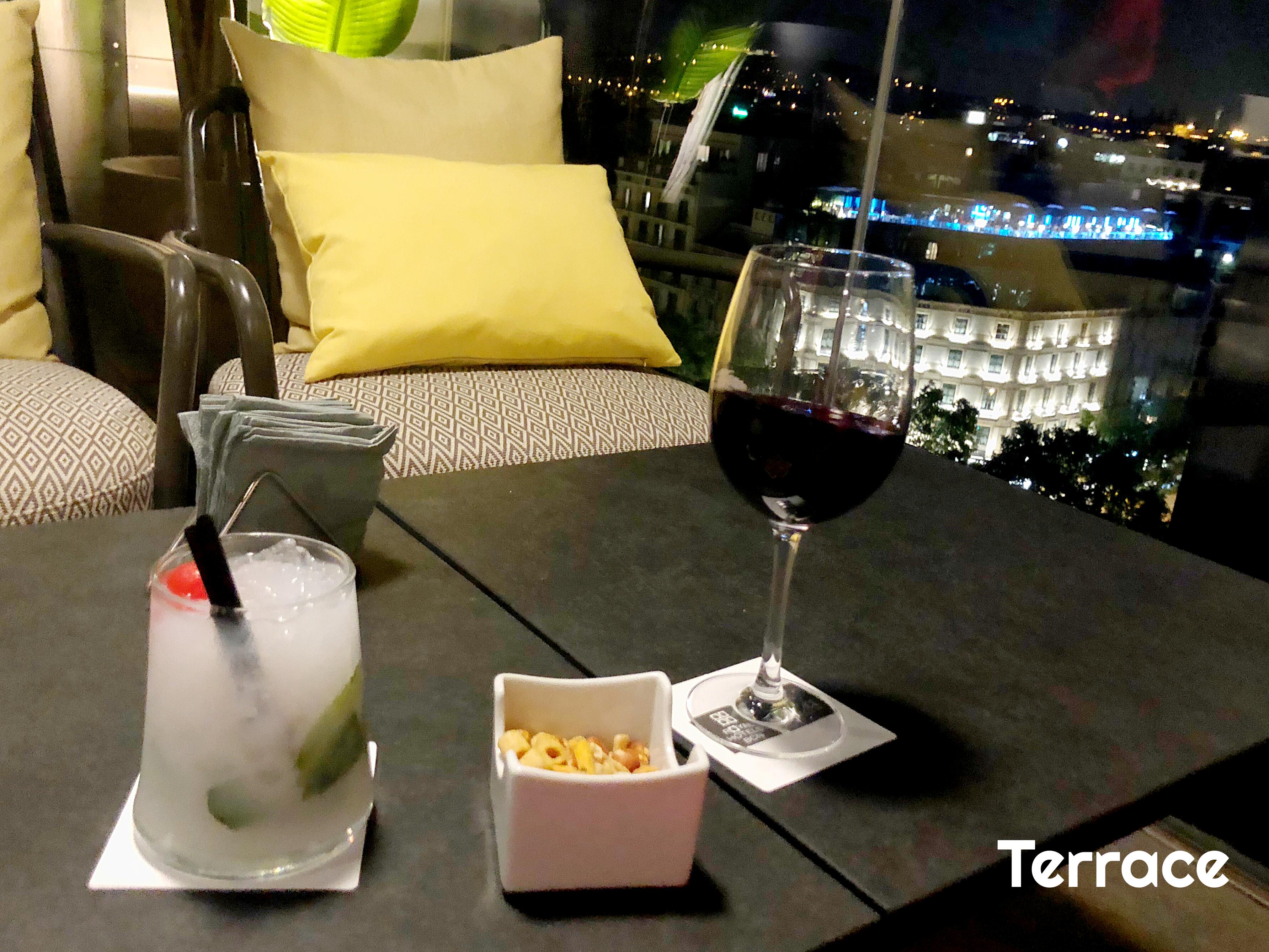 Mojito de coco y copa de vino Augustus