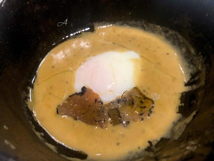 Huevo a baja temperatura con salsa de foie y trufa de verano